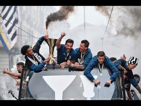 The Juventus #MYTH celebrations take to the streets of Turin!