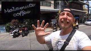 Malamute Coffee Pattaya, un café sombre en face d'un Hopsital sur fond de musique Macabre