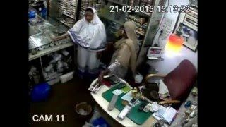 Woman Thief Robs Money Caught On Camera Robbing in a Purse Shop