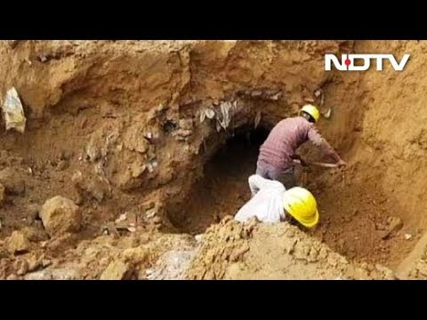 1f55557fc22 Thieves dig 150-foot tunnel to steal petrol in Delhi s Dwarka - YouTube