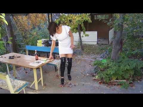 Elena - Funny Entertainment: Crushing some fish in high Oxford-Pumps and shiny cuffs - #070 thumbnail
