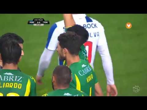 FC Porto x Tondela: Penálti sobre Soares?