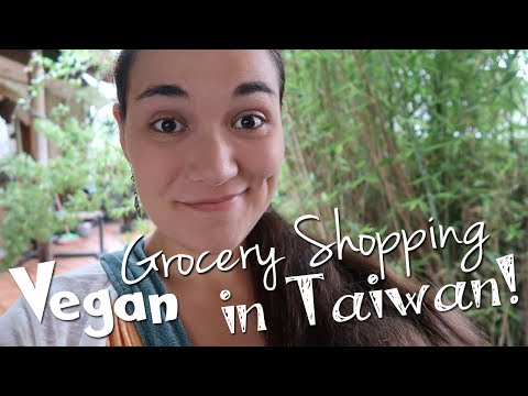 Vegan Grocery Shopping in Taiwan!! 🥕🍅🌽 ... first we need food!