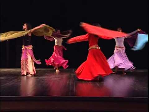 Danse orientale avec voile rectangulaire (3/5) - Mouvements d'épaules
