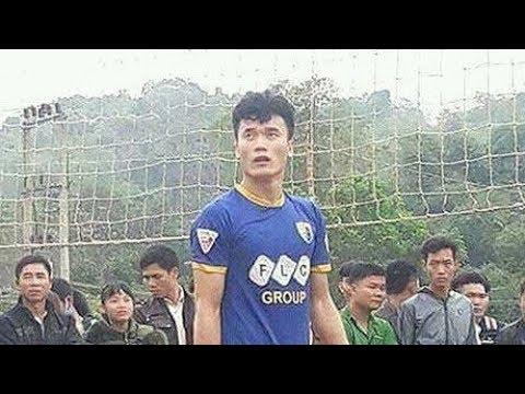 Thủ môn Bùi Tiến Dũng U23 trổ tài chơi bóng chuyền tại quê nhà