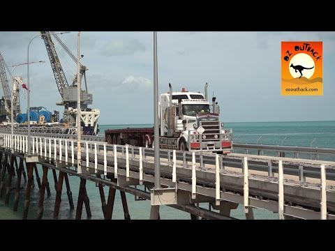 Extreme Trucks #5 - Trucks on wharf unloading Massive ship in outback Australia! Camiones Y buques