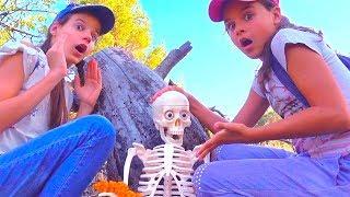 РОМА в лесу ОТРАВИЛСЯ ядовитыми ЯГОДАМИ! Даша ПЛАЧЕТ РОМА СКЕЛЕТ kids children
