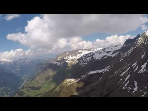 Paragliding flight from Grindelwald First to Interlaken (part1)