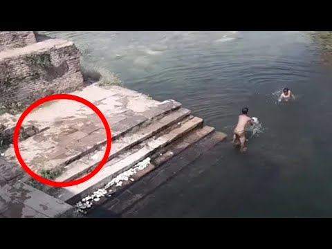Dva dječaka su se igrala u jezeru, ali kada vidite što je skočilo u vodu za njima, zanijemit ćete !