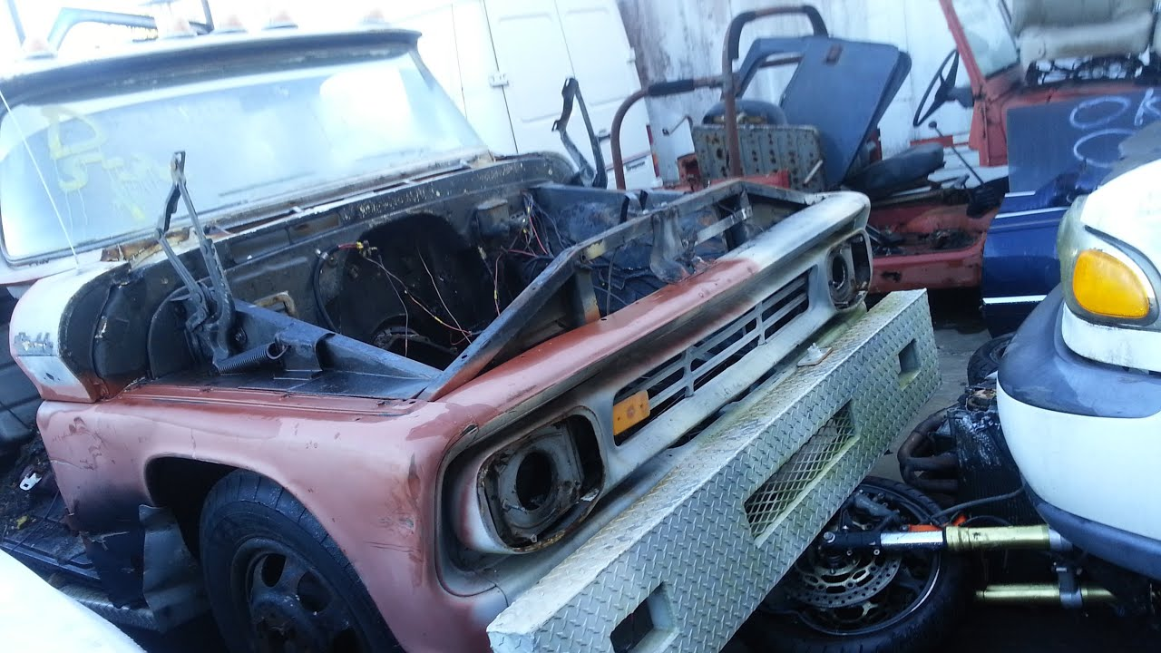 Scrap Yard cars Chev, 67 C10 and a TOWMATER tow truck - YouTube