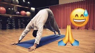 Suleyman testar yoga (ft. Ida Warg)