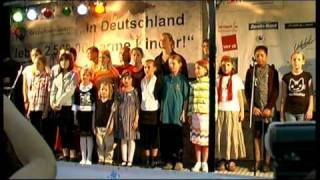 Help Children - painting hands - Gegen Kinderarmut e.V. - DEMO am Reichstag in Berlin (OFFICIAL)