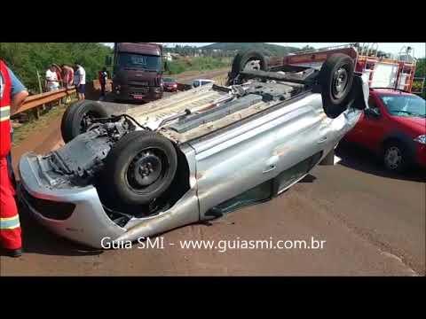 BR-277: Veículo capota após ser fechado por caminhão em São Miguel do Iguaçu