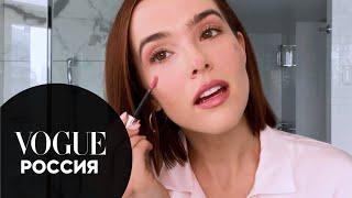 Актриса Зои Дойч показывает макияж для проблемной кожи Vogue Россия