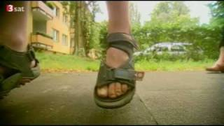 Repeat youtube video Von der Mutter sexuell missbraucht - 2007