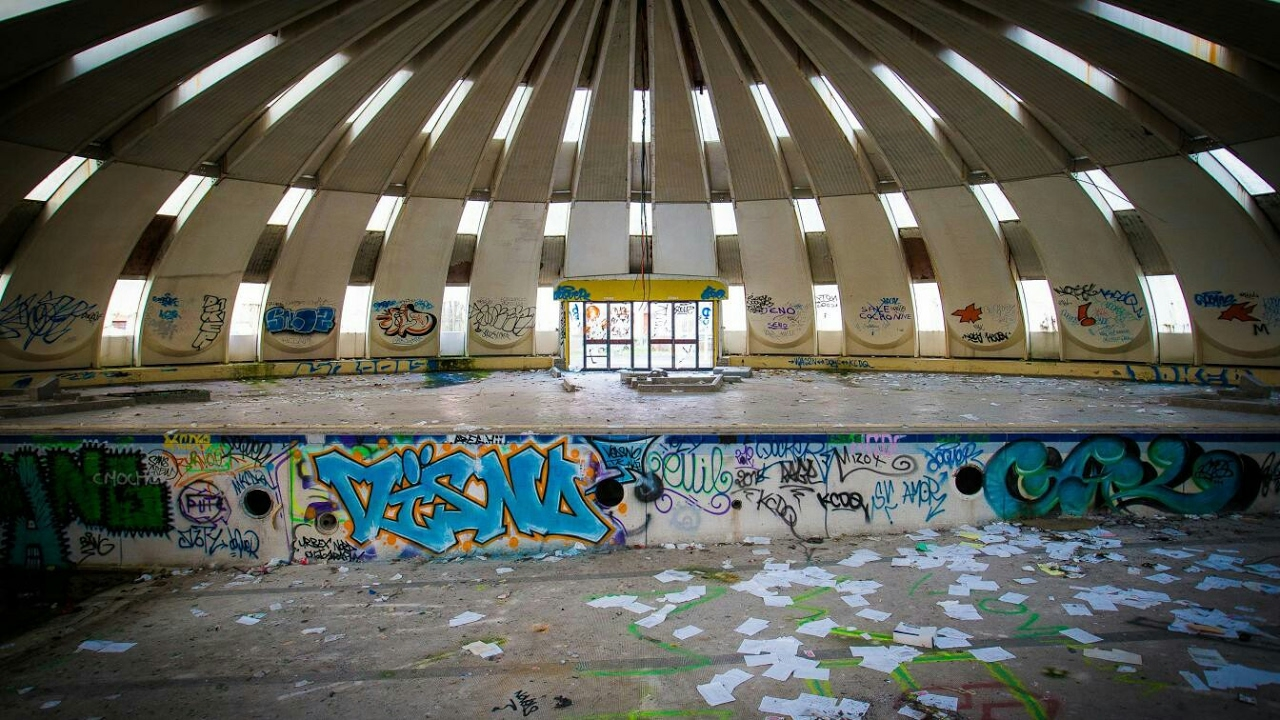 Urbex piscine tournesol youtube for Piscine tournesol