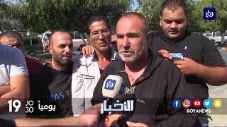 اعتصام أصحاب باصات أمام مبنى محافظة إربد - (13-9-2017)