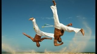 Латиф Кроудер демонстрирует супер капоэйра [Lateef Crowder Capoeira]