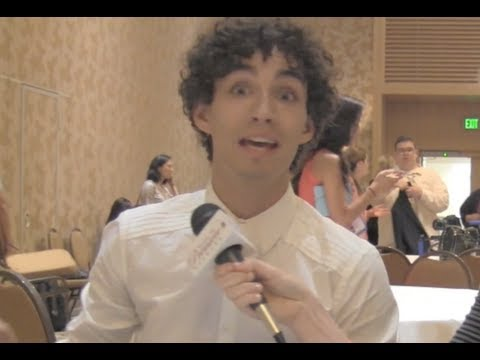 Robert Sheehan talks Simon of 'The Mortal Instruments'