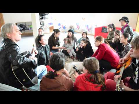 """ViVi singing with the children at the Mogosoaia childrens home """"The Door"""" in Bucharest, Romania."""