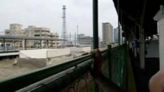 富山駅に到着。ホームから感じる富山市を語りました。