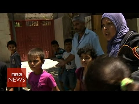 Families on the run in Gaza - BBC News