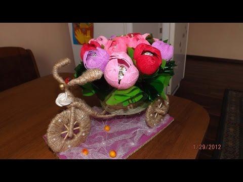 Видео Велосипед из шпагата и цветочками из конфет