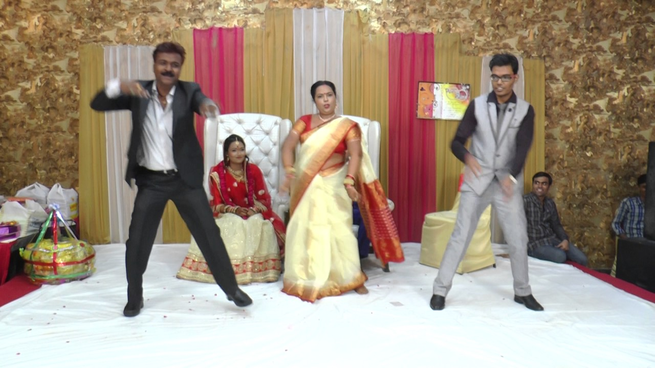 New Indian Wedding Dance By Bride Parents Brother On KAJRARE Song October 2016