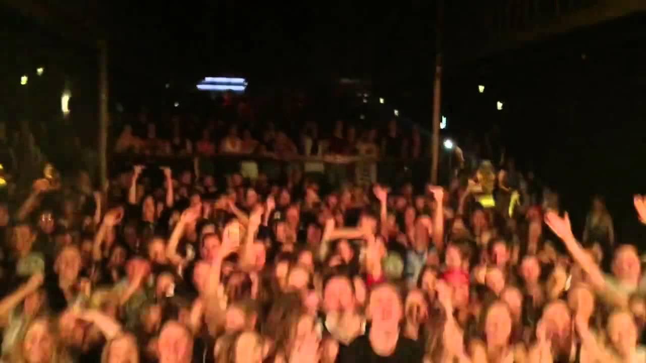 DJ TROLLS THE CROWD IN THE DROP! EPIC!