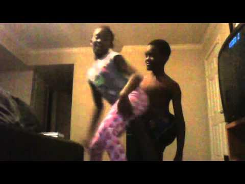 funny fail:bro and sis fail dancing