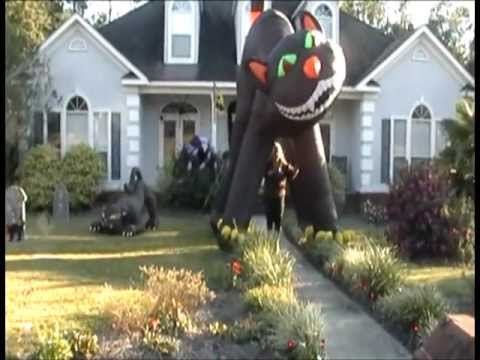 the incredibly giant halloween cat