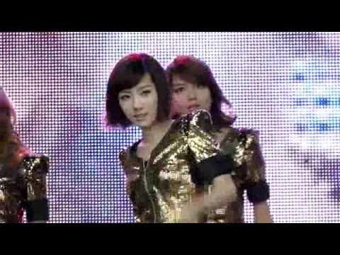 110417 (Taeyeon Incident!) Fancam SNSD Run Devil Run @ Angel Price Music Festival