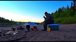 Рыбалка на севере #2. Ночной заморозок, ночую у костра. Подъем по малой реке на водомете.