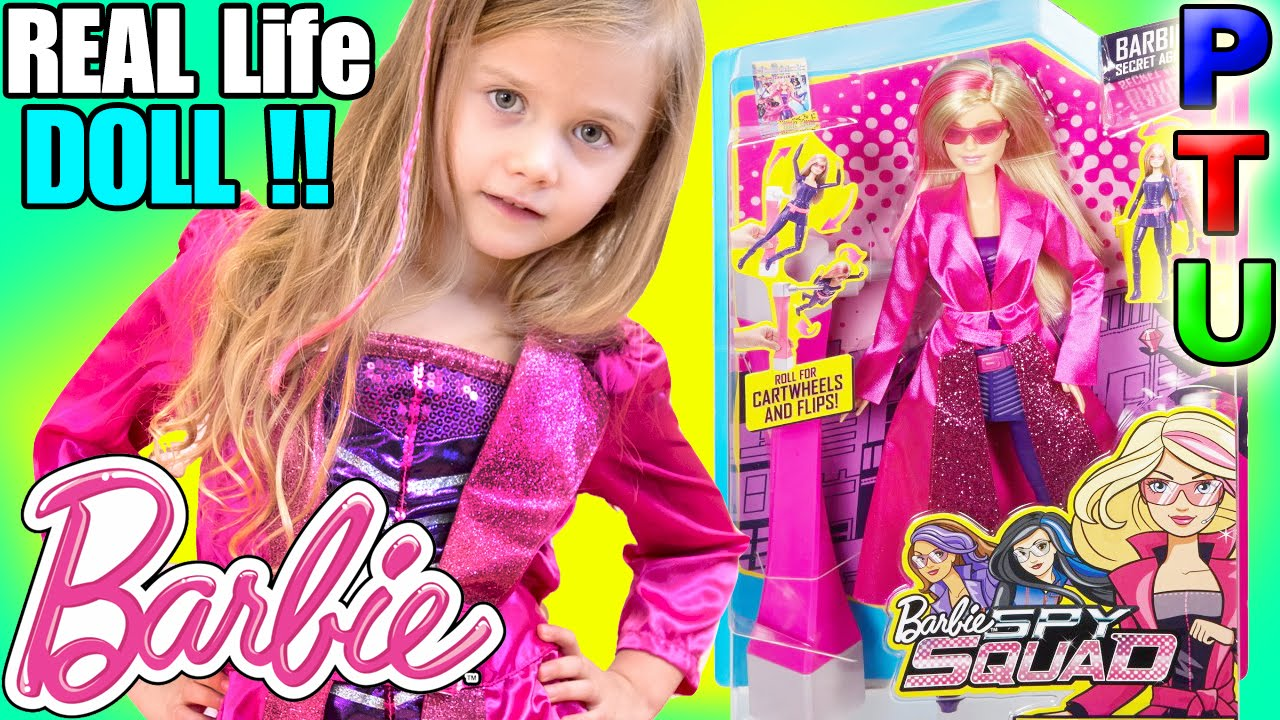 BARBIE SPY SQUAD Movie Doll and BARBIE Costume Superheroes in Real Life IRL Toy Review