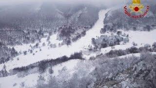 Италия  из снежного плена в отеле  Ригопьяно  спасены 5 человек