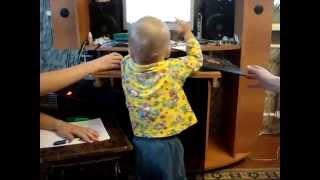 Ребенок 1 год 4 месяца не дает делать уроки сестре