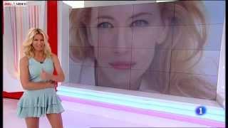 Anne Igartiburu - Espectacular con micro vestido con volantes