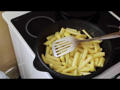 Как пожарить картошку с сухими грибами и луком