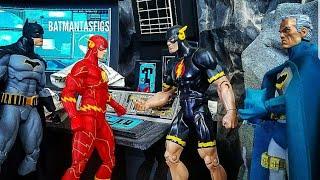 DC Multiverse DK3 Flash & Atom figures w/ Alternate Unmasked Bruce Wayne head review