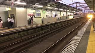 JR片町線 忍ヶ丘駅に電車が入ってきたところです。四條畷市の駅
