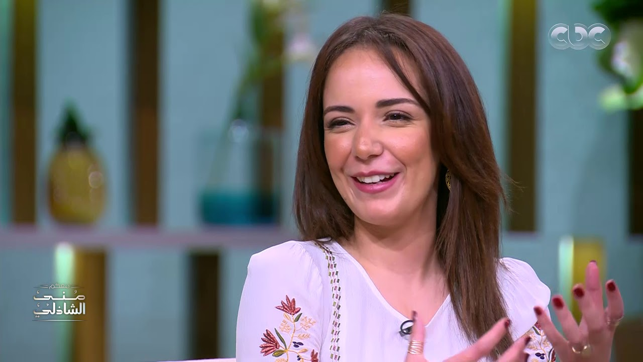 مش بس فنانة.. حكاية المُعيدة سارة درزاوي مع منى الشاذلي