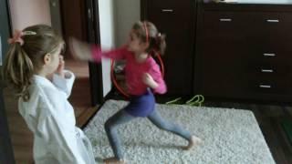 Урок карате для детей. Начинающий уровень: разминка и первые упражнения(, 2016-11-14T10:10:51.000Z)