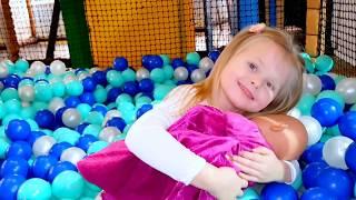 Кукла Катя Беби Борн с Эльвирой и веселая история на площадке