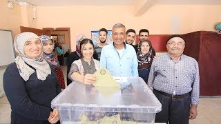 Voters cast ballots as polling stations for Turkey
