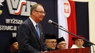 Pose� Andrzej Kania podczas wr�czenie dyplom�w w WSAP