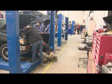 Back To School: Round Rock HS Auto Tech Teaching Students How To Repair Vehicles
