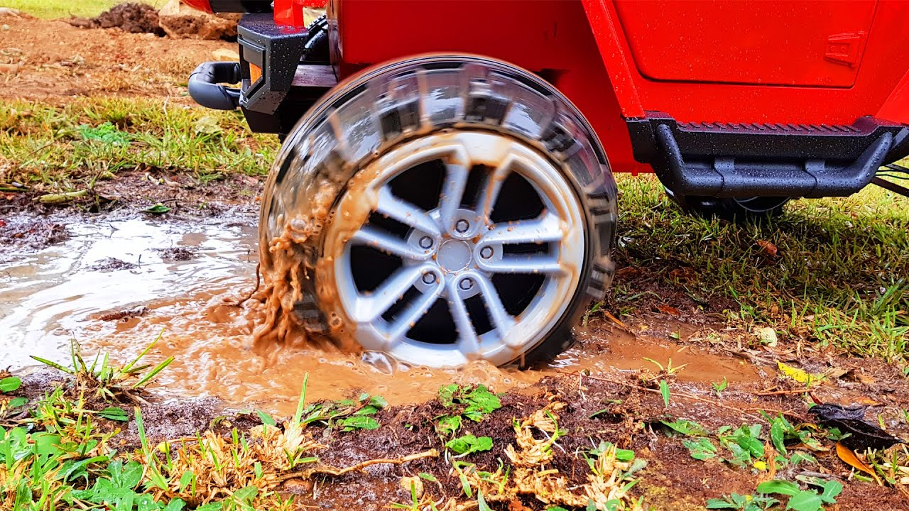 Jeep stuck in the mud funny stories for kids