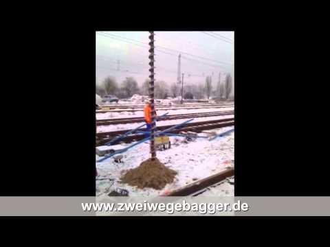 Sondierungsbohrungen im Gleis (bis -18 m) mit Zweiwegebagger