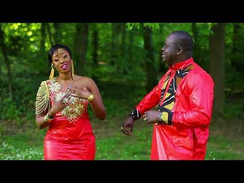 Balla Camara feat Assa Soumbounou dans Téné Wagué