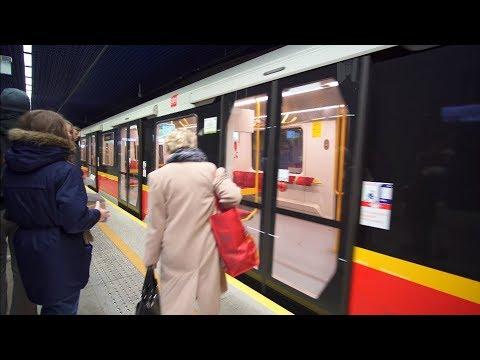 Poland, Warsaw, metro ride from Dworzec Wileński to Świętokrzyska, 3X escalator, 1X elevator